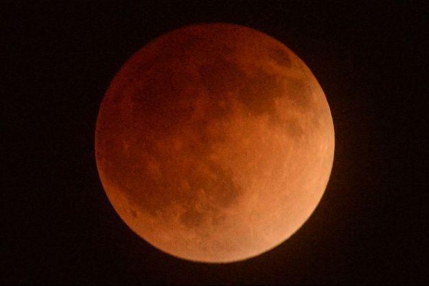L'éclipse de lune du 15 avril 2014.
