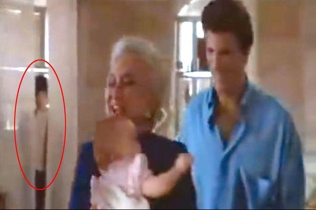 Cerclé de rouge le (faux) fantôme de Trois hommes et un bébé.