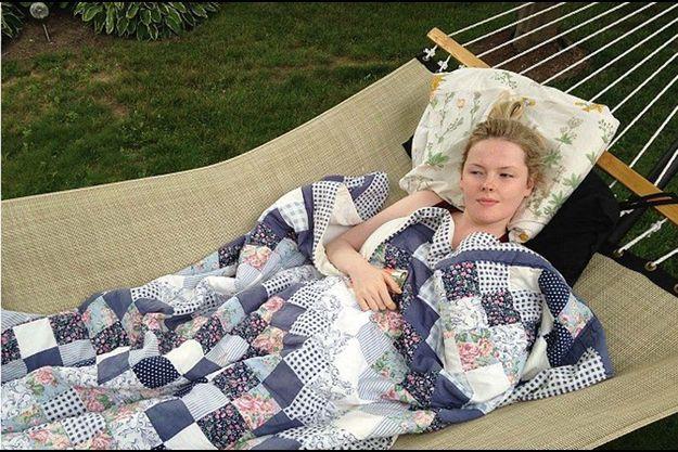 La belle au bois dormant dans son hamac