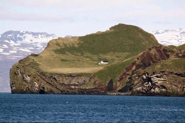 La maison blanche, unique habitation de l'ïlot d'Elliðaey.