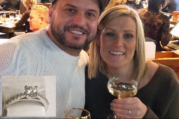 John et Daniella, le couple britannique dont la bague de fiançailles était tombée dans une grille de trottoir à New York.