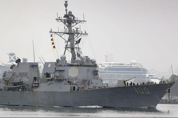 """L'USS Kidd, l'un des destroyers impliqués dans les rencontres avec de mystérieux """"drone"""" en juillet 2019."""