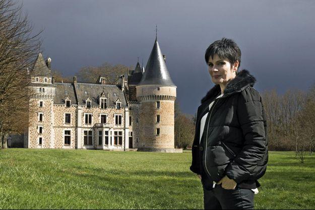 L'écrivain, journaliste et médium devant le château de Lancosme, à Vendœuvres (Indre), où réside son frère.