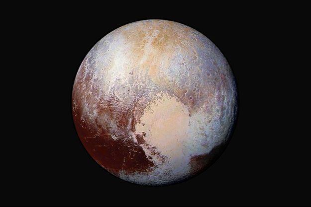 Une photo colorisée de Pluton dévoilée par la NASA le 25 juillet.