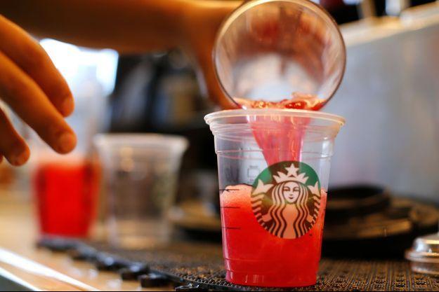 Une cliente attaque Starbucks, qui met trop de glaçons dans ses boissons selon elle.