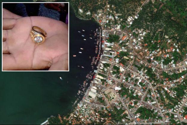 Une vue satellite de Guaca. En médaillon, l'une des bagues retrouvées sur la plage.