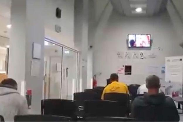 A la télé, un film pornographique.