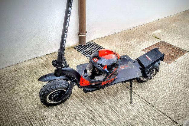La trottinette électrique pouvant aller à 100 km/h.