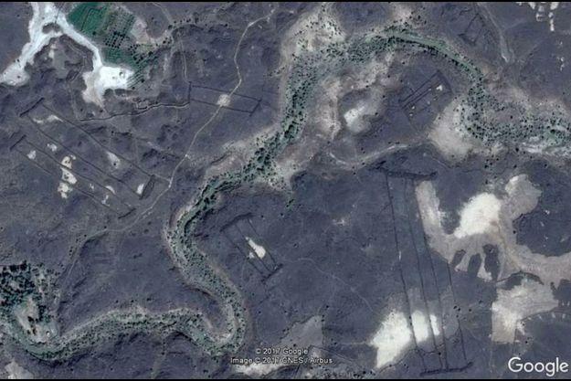 Une image satellite des murs mystérieux de de Harrat Khaybar.