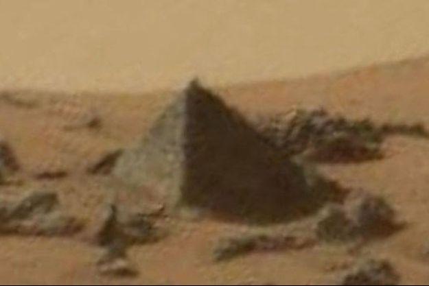 Une pyramide construite par une civilisation martienne ou un simple rocher modelé par l'érosion ?