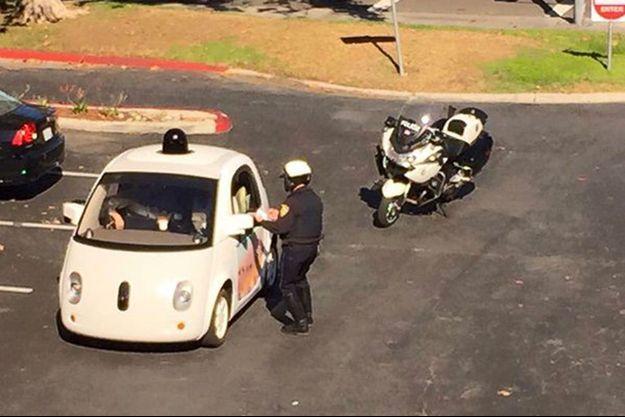 """""""Nous roulons trop lentement ? Je parie que ça n'arrive pas souvent aux humains"""", s'est amusé Google."""