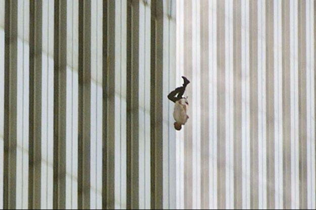 La photo de l'homme qui tombe, prise le 11 septembre 2001.