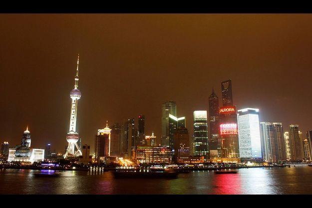 La Chine s'est réveillée : le Bund de Shanghai sur les berges de la rivière Huangpu. La métropole chinoise est devenue le plus grand port du monde et une place financière internationale qui accueillera l'Exposition universelle en 2010.