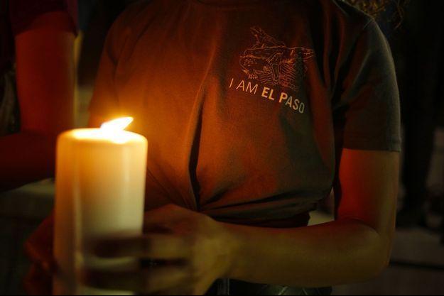 Lors d'une veillée à El Paso, au Texas, samedi, après la tuerie.