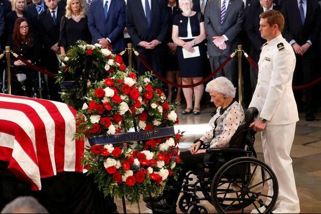 Roberta McCain, 106 ans, à l'hommage rendu à son fils John McCain au Capitole, à Washington.