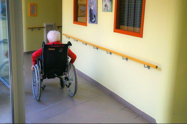 Une personne âgée dans une maison de retraite (image d'illustration).