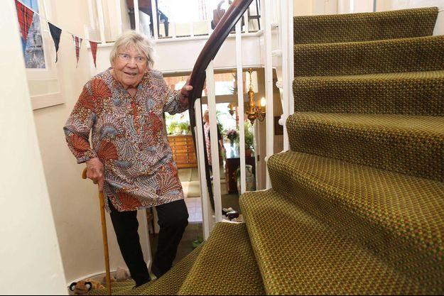 Margaret Payne a monté son escalier presque 300 fois pour récolter des fonds pour les soignants.