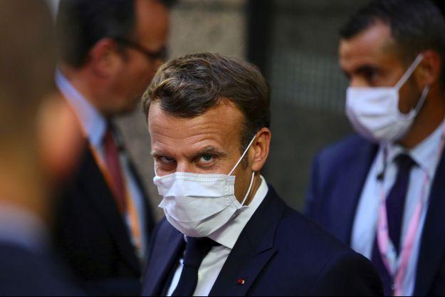 Emmanuel Macron quitte le siège du Conseil européen, tôt lundi matin, après une nuit de négociations.