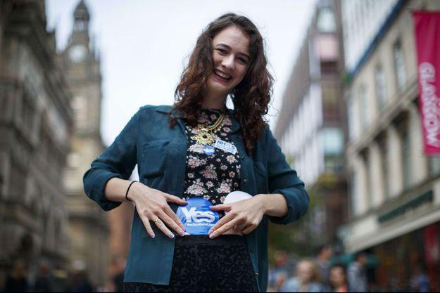 Une électrice qui défend l'indépendance, dans les rues de Glasgow, jeudi.