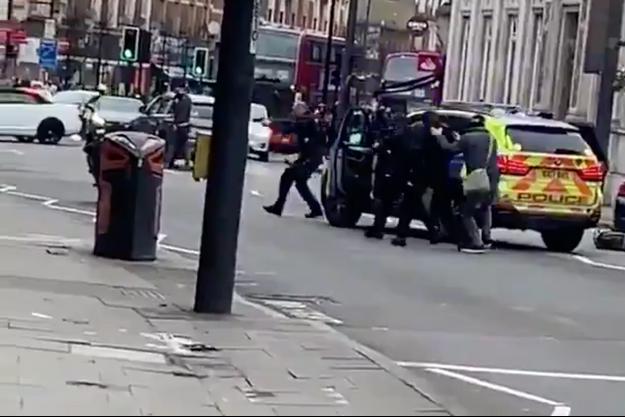 Capture écran d'une vidéo de l'intervention policière à Londres, le 2 février 2020.