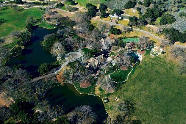 Mille cent hectares avec des lacs artificiels à Los Olivos, dans le comté de Santa Barbara, en Californie, achetés par la star en 1988.
