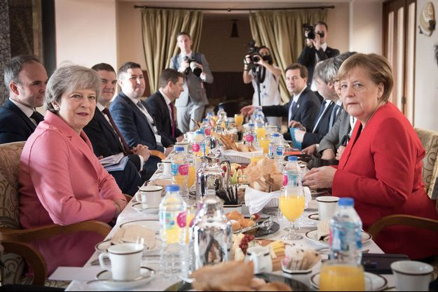 Theresa May (à gauche) et Angela Merkel (à droite), lors d'un déjeuner en 2019.