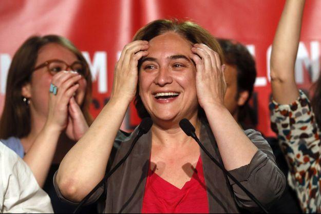 Ada Colau célébrant sa victoire à Barcelone dimanche soir.
