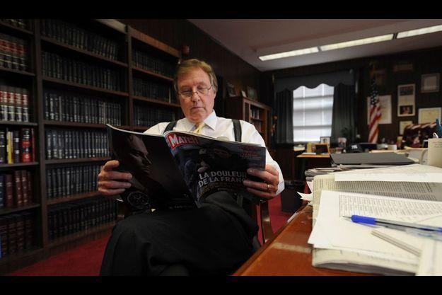 Le juge McKeon.