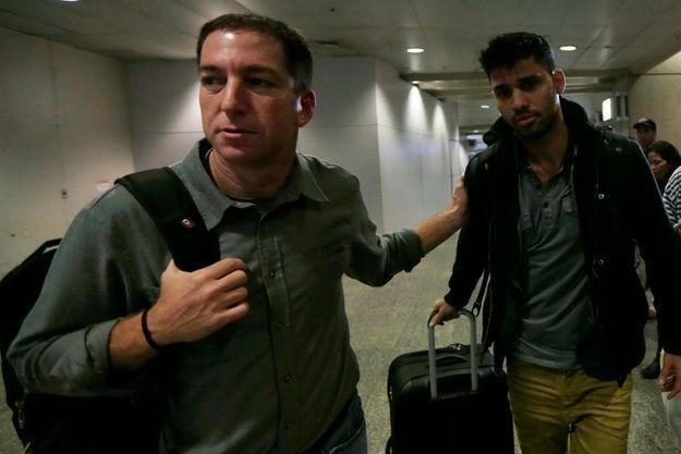 Glenn Greenwald et David Miranda à l'aéroport de Rio de Janeiro lundi.