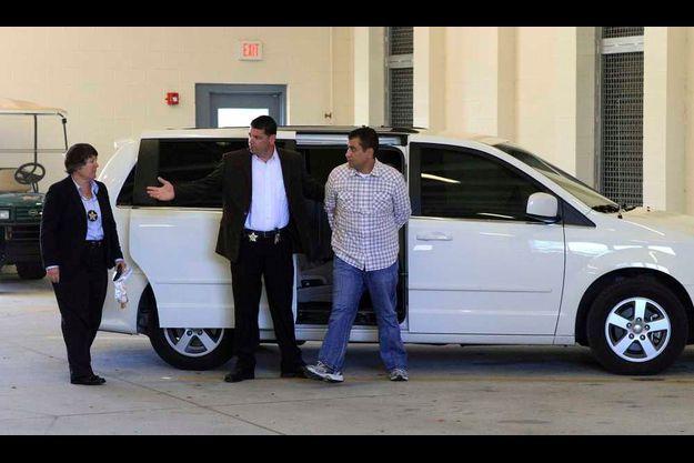 George Zimmerman arrivant à la prison de Sanford dimanche.