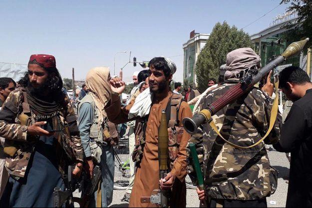 Les talibans ont pris le contrôle militaire de l'Afghanistan.