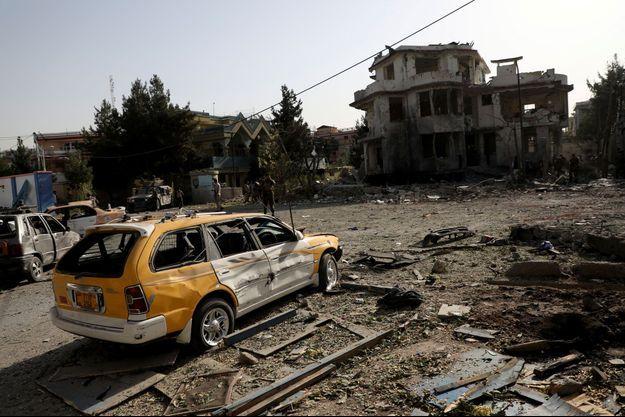 Une voiture détruite à Kaboul, le 4 août 2021.
