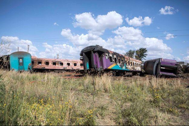 Un incendie s'est déclaré dans le train et a provoqué la mort par asphyxie de nombreux passagers.