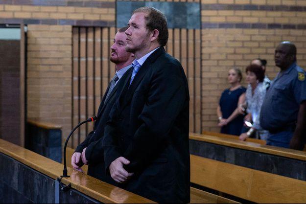Pieter Doorewaard et Phillip Schutte attendent leur verdict, le 6 mars 2019 à Mahikeng.
