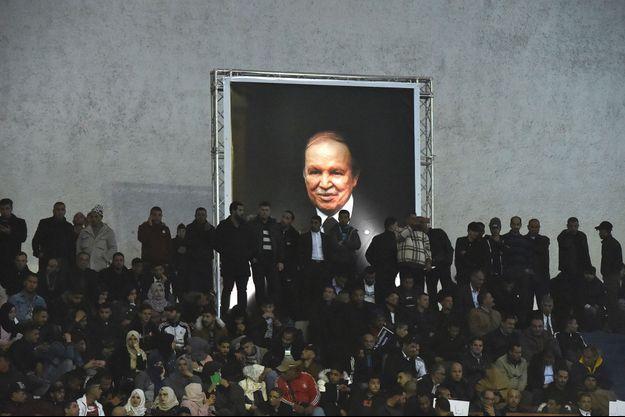 Lors d'un rassemblement de soutien à Abdelaziz Bouteflika, le 9 février à Alger.