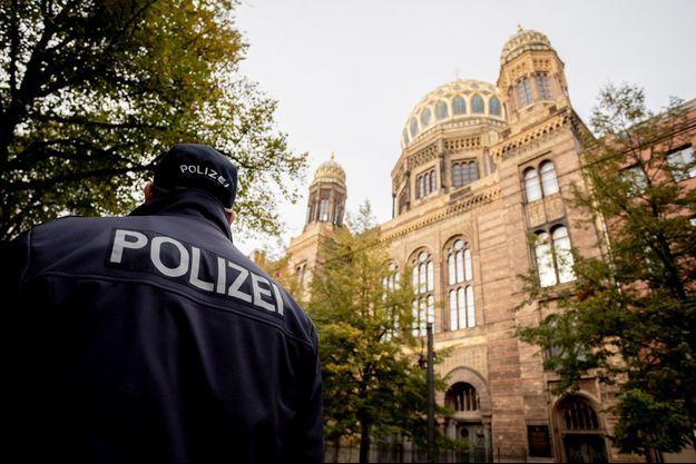 L'entrée de la synagogue de Halle, en Allemagne.