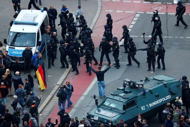 La police est intervenue pour éviter des affrontements à Chemnitz.