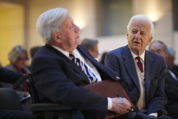 Richard von Weizsäcker, à droite, aux côtés de l'ancien chancelier Helmut Schmidt, à gauche, en 2010.