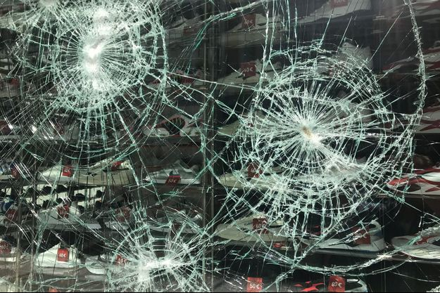 Des magasins ont été pillés à Stuttgart.