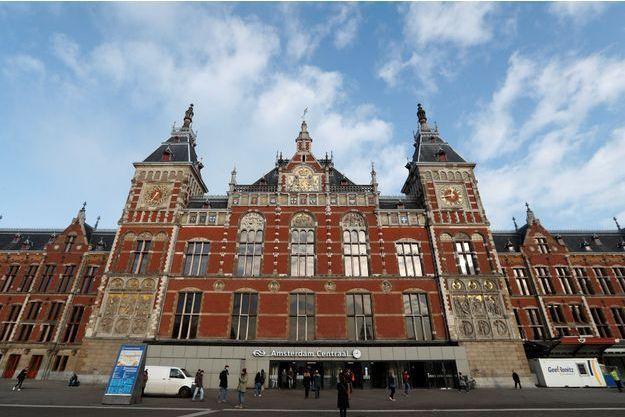 La gare centrale d'Amsterdam aux Pays-Bas.