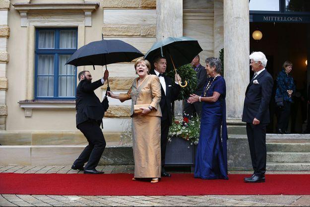Angela Merkel sur le tapis rouge du festival de Bayreuth, dont elle est une fidèle, le 25 juillet dernier.