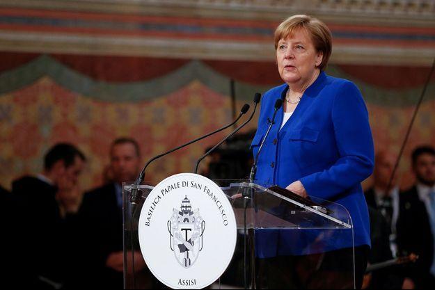 Angela Merkel reçoit la Lampe de la paix, le 12 mai 2018.