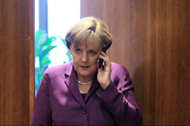 L'un des deux portables d'Angela Merkel aurait été espionné par la NSA.