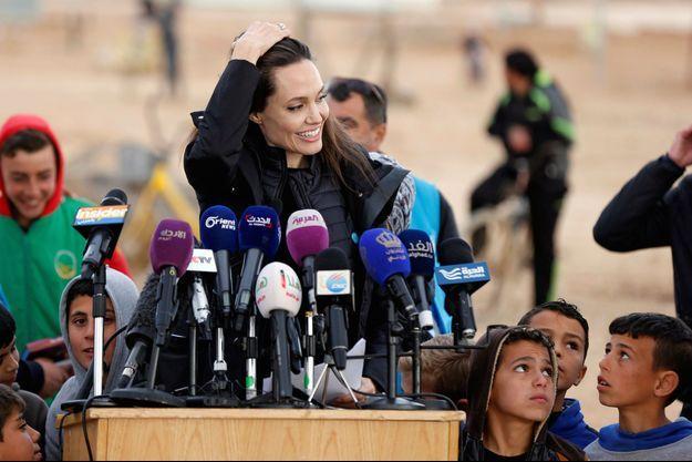 Angelina Jolie dans le camps de réfugiés d'Al Zaatri en Jordanie, en janvier 2018.