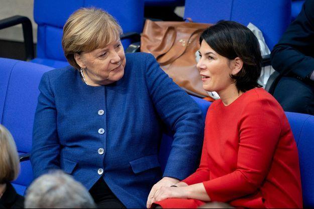 La relève? Angela Merkel avec Annalena Baerbock en janvier 2020. Leurs fréquents petits apartés au Bundestag ne passent pas inaperçus.