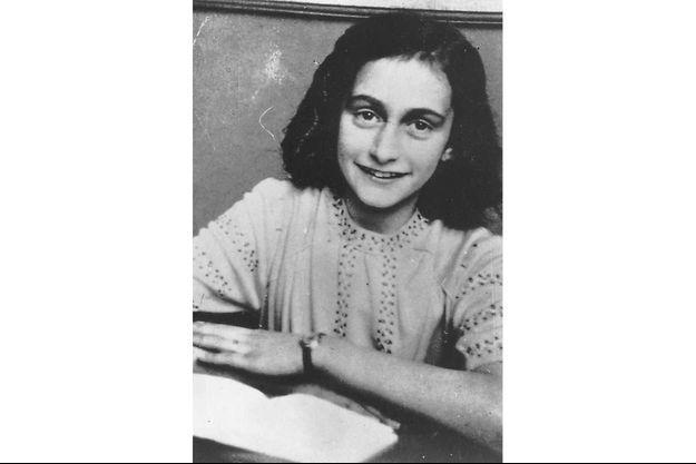 Anne Frank avait 15 ans lorsqu'elle est décédée du typhus au sein du camp de Bergen-Belsen.