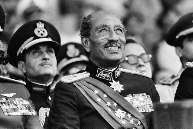 Le président égyptien Anouar el-Sadate, au Caire, mardi 6 octobre 1981, quelques minutes avant son assassinat.