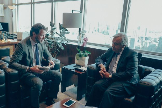 New York, le 31 octobre. Dans son bureau, au 38e étage de l'immeuble de verre des Nations unies qui domine Manhattan.