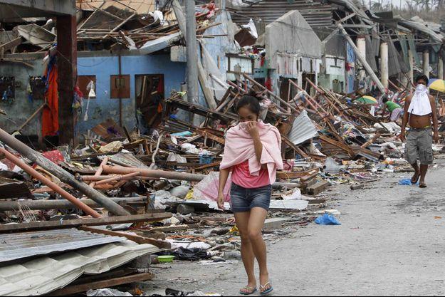 A Tacloban, les survivants manquent de tout.