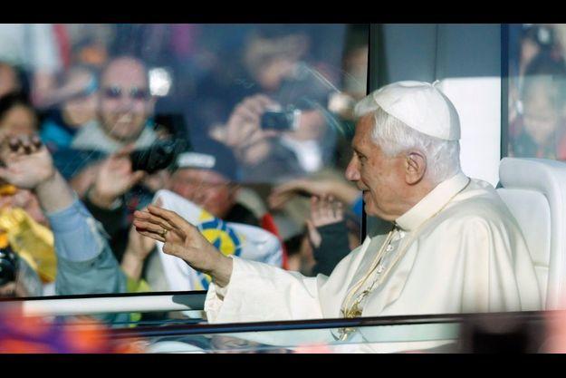 Le pape est arrivée samedi matin à la cathédrale d'Erfurt dans la «papamobile».
